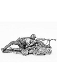 Soldier with DP machine gun, 1942